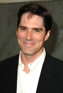The 55-year old son of father Charles Mac Gibson and mother Beth Gibson, 188 cm tall Thomas Gibson in 2018 photo